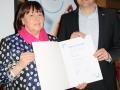 Ehrung Ehrennadel in Bronze Gerhard Biber_Bezirksvorsitzende Ulla Widmann-Borst